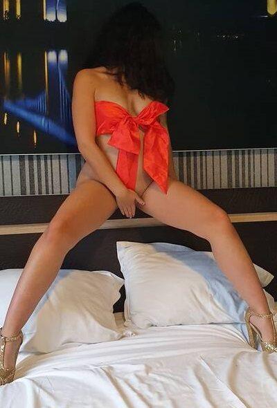Ελληνίδα 23 ετών με αγαλματένιο κορμί
